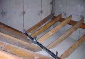 Un exemple de structure de silo à granulés avec renfort et vis d'extraction.