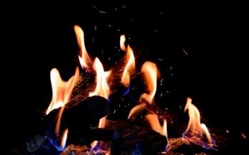 Cheminée à gaz Kalfire avec de vraies étincelles